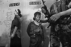 Потерявший родителей чеченский мальчик, прибившийся к блокпосту федеральных войск. Грозный, июнь 1996 года
