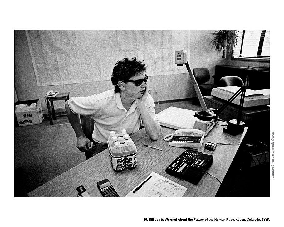 Билл Джой беспокоится о будущем человеческой расы. Аспен, Колорадо, 1998 год. Легендарный программист и сооснователь Sun Microsystems Билл Джой был уверен, что ничем не ограниченный инновационный процесс угрожает существованию человека. В манифесте, опубликованном в 2000 году в журнале Wired, он заявлял, что если не контролировать развитие существующих технологий -- роботехники, суперкомпьютеров, нанотехнологий и генной инженерии,-- они уничтожат человеческую расу.