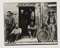 """Пол Стрэнд. """"Семья Лузетти, Луццара, Италия"""", 1953 год. Sotheby's, эстимейт $250-350 тыс."""