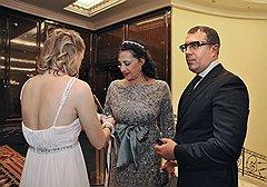 Президент Федерации художественной гимнастики Ирина Винер (в центре) и предприниматель Антон Винер на благотворительном Зимнем балу в отеле Ritz-Carlton