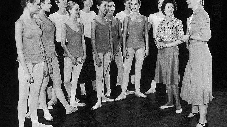 Клод Бесси: с учениками (1978 год) и на сцене (1963 год)