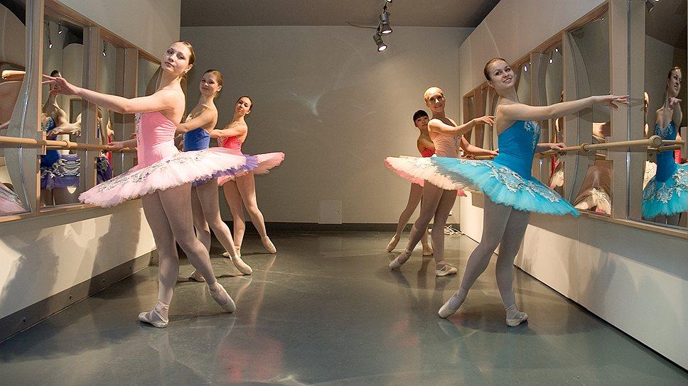 """""""Балетный класс с кривыми зеркалами"""", 2005 год"""