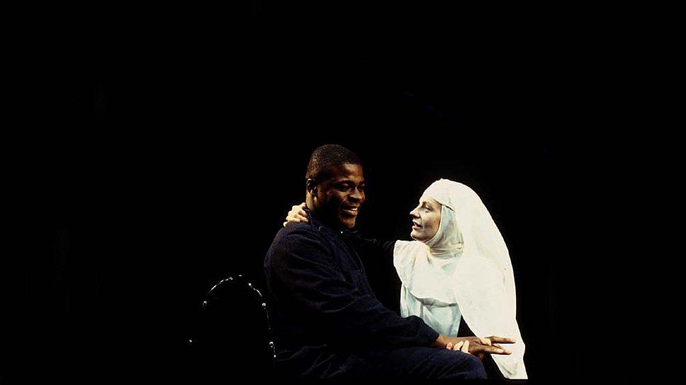 """""""Мера за меру"""". Постановка Деклана Доннеллана и Ника Ормерода для лондонского театра Cheek By Jowl, 1994 год"""