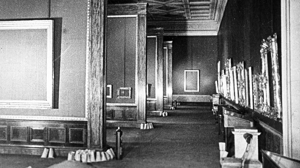 Залы Эрмитажа после эвакуации экспозиции, 1941 год