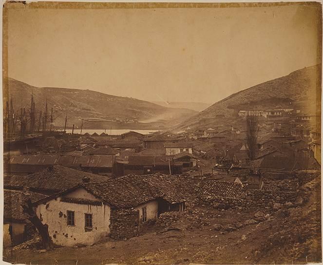 """""""Общий вид Балаклавы, справа — больница"""", 1855 год"""