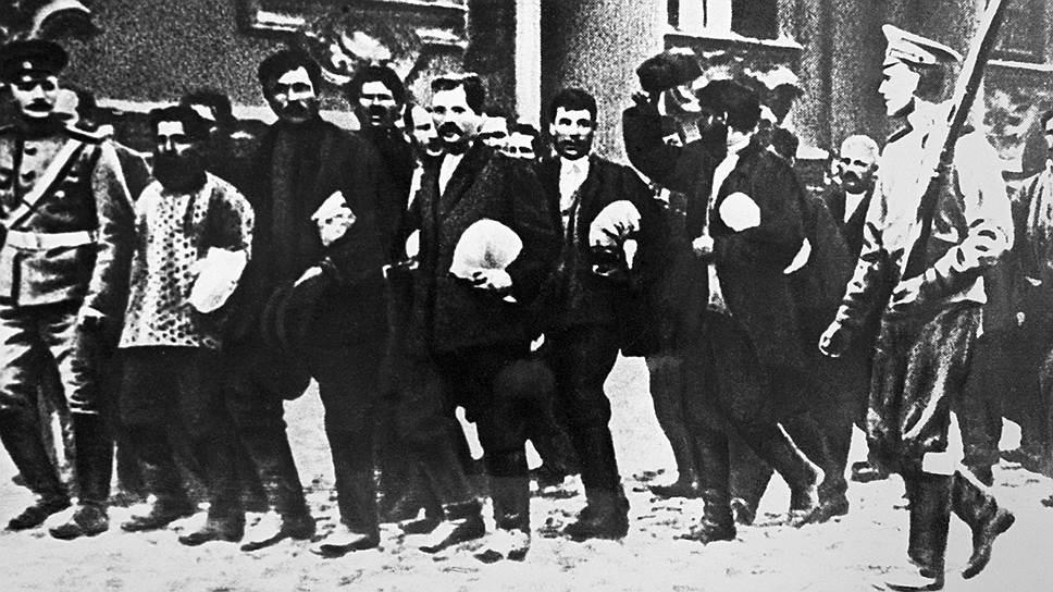 Новобранцы направляются в казарму, 1914год