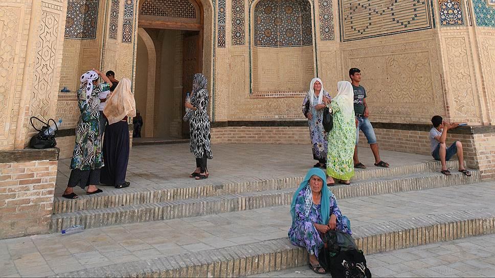 Вход в мечеть Калян