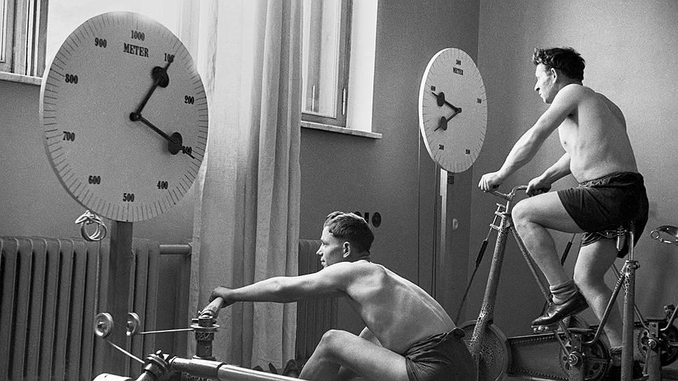 """«Тренажерный зал санатория """"Центросоюз — Кисловодск""""», 1949 год"""