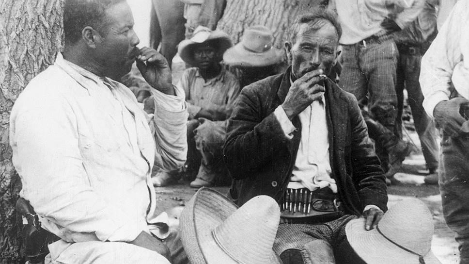Панчо Вилья (слева) и Эмилиано Сапата во главе партизанского отряда, Мексика, 1911 год