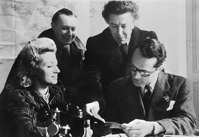 Жаклин Бретон, Жак Липшиц (второй слева), Андре Бретон (второй справа) и Вариан Фрай, 1940–1941 годы