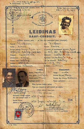 Транзитная виза на семью Фольфсонов, подтвержденная печатью японского посольства, которую Тиунэ Сугихара оставил евреям в Каунасе в августе 1940 года. Эта виза предполагала проезд через СССР в Японию; Фольфсоны проехали по ней через Москву и Одессу в Турцию, а затем в Палестину