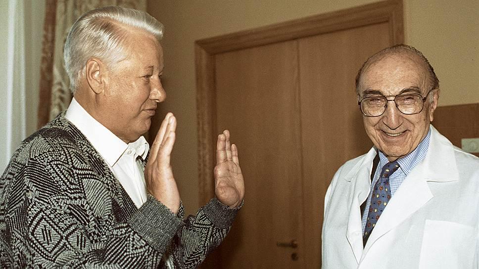 Борис Ельцин и Майкл Дебейки в Центральной клинической больнице, 26сентября 1996года