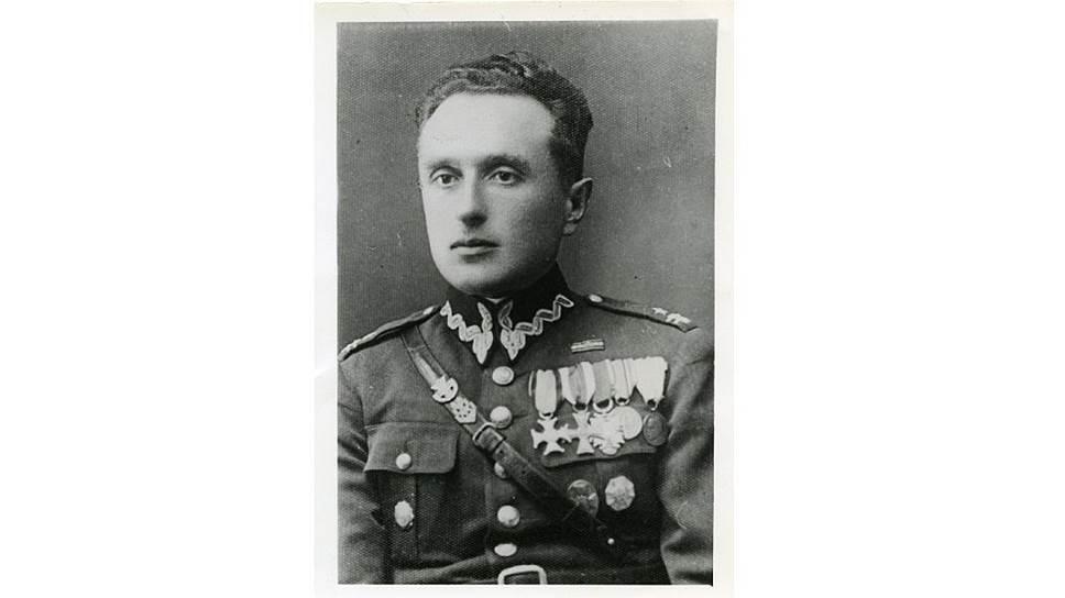 <B>Адам Сольски, </B>родился<B> </B>4 января 1895 г., майор польской армии, командир батальона. В Козельский лагерь попал после расформирования Путивльского.