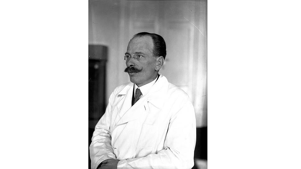 <B>Стефан Пеньковски, </B>родился 27 августа 1885 г., врач-невролог, профессор, мобилизован как майор запаса и направлен в госпиталь 5-го военного округа в Кракове.