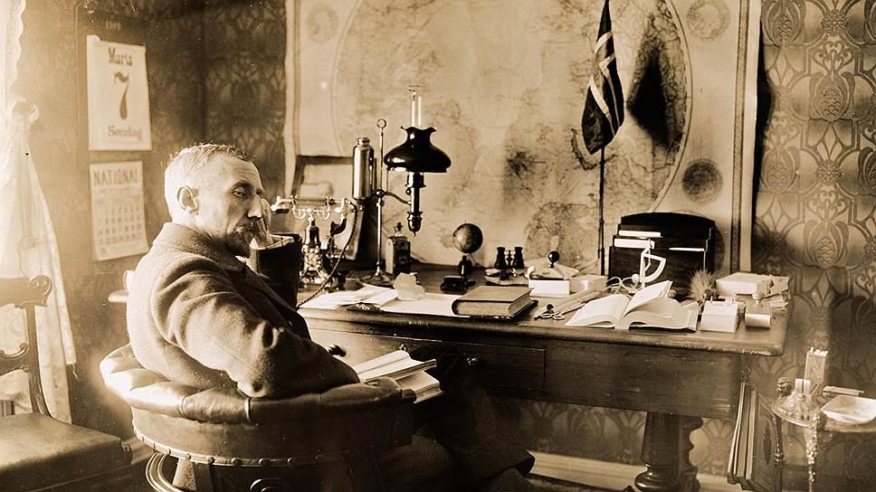 Руаль Амундсен в своем кабинете. Осло, 7 марта 1910 года