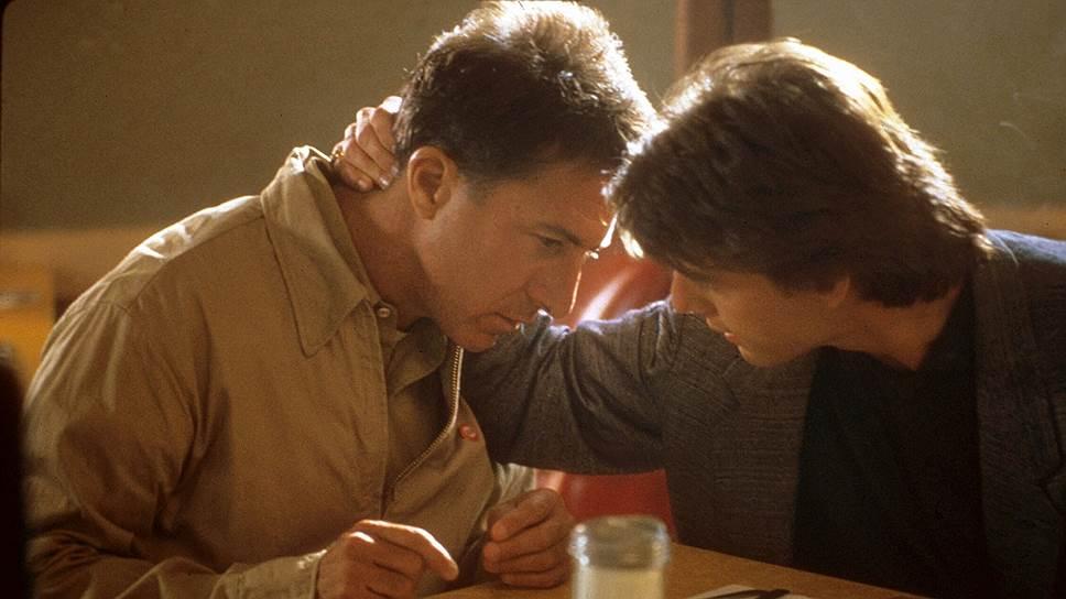 Кадр из фильма «Человек дождя». Его герой Реймонд Беббит (Дастин Хоффман) — самый известный человек с аутизмом в мировой культуре. В съемках картины в качестве консультанта принимал участие психолог Бернард Римленд