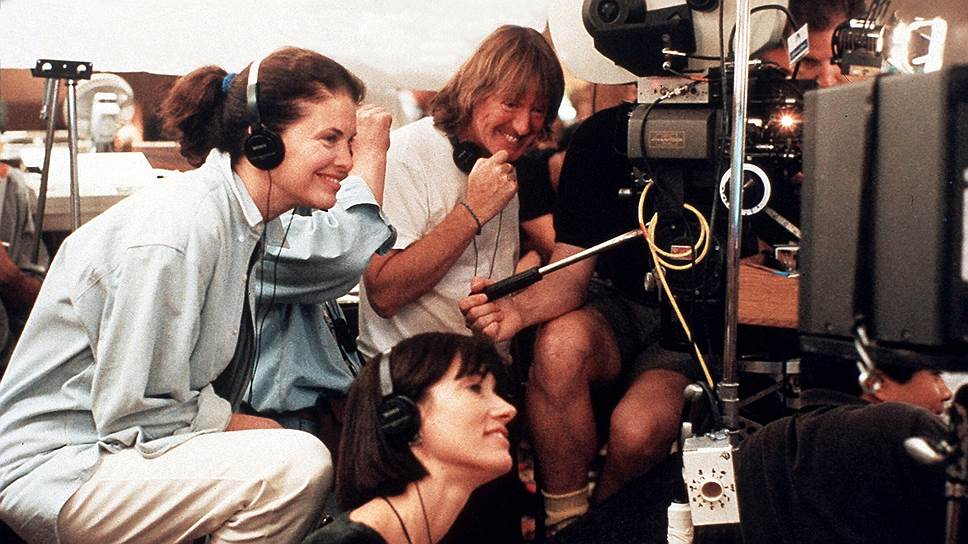 Шерри Лэнсинг (слева) на съемках фильма «Непристойное предложение», 1993 год