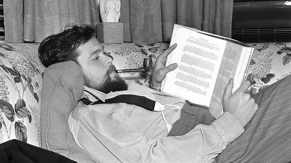 """Орсон Уэллс во время работы над сценарием фильма """"Сердце тьмы"""", 1939 год"""