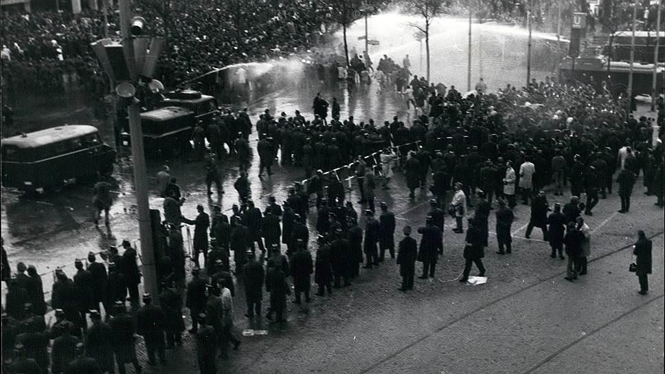 Разгон демонстрации протеста после покушения на лидера студентов Руди Дучке, Берлин, апрель 1968