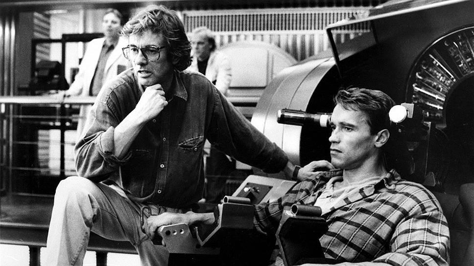 """Пол Верхувен и Арнольд Шварценеггер на съемках """"Вспомнить все"""", 1990 год"""