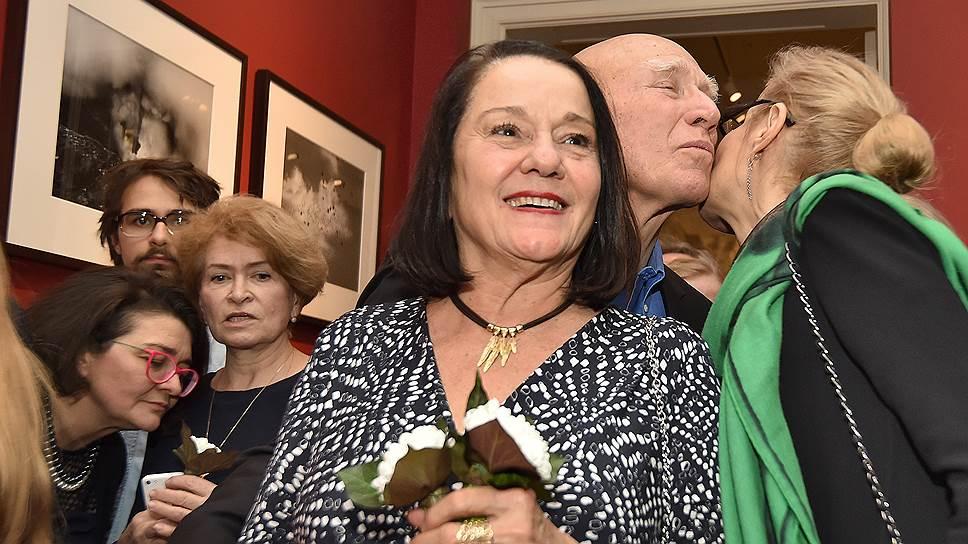 Фотограф Себастьян Сальгадо с женой Лелией (слева) и директором МАММ Ольгой Свибловой на открытии своей выставки «Генезис» при поддержке Jaeger LeCoultre в особняке Муравьевых-Апостолов