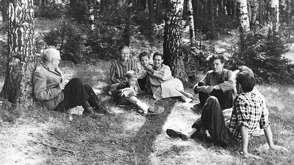 Слева направо: Евгений Кропивницкий, Ольга Потапова и Всеволод Некрасов, 1960-егоды