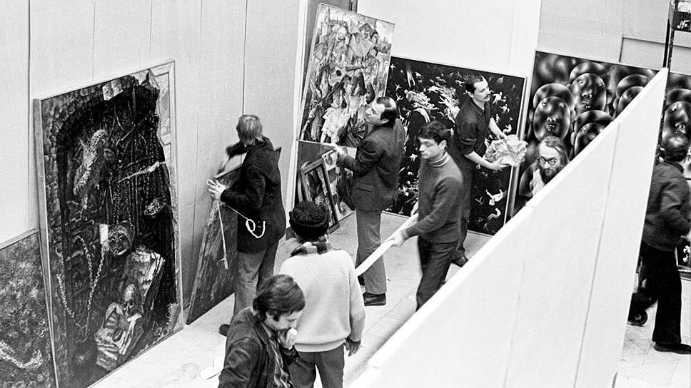 Монтаж выставки в павильоне «Пчеловодство» на ВДНХ, 1975год.