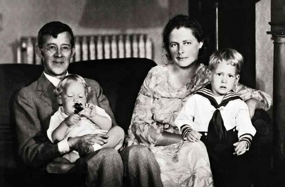 Питирим Сорокин с женой Еленой и сыновьями. Винчестер, 1934 год