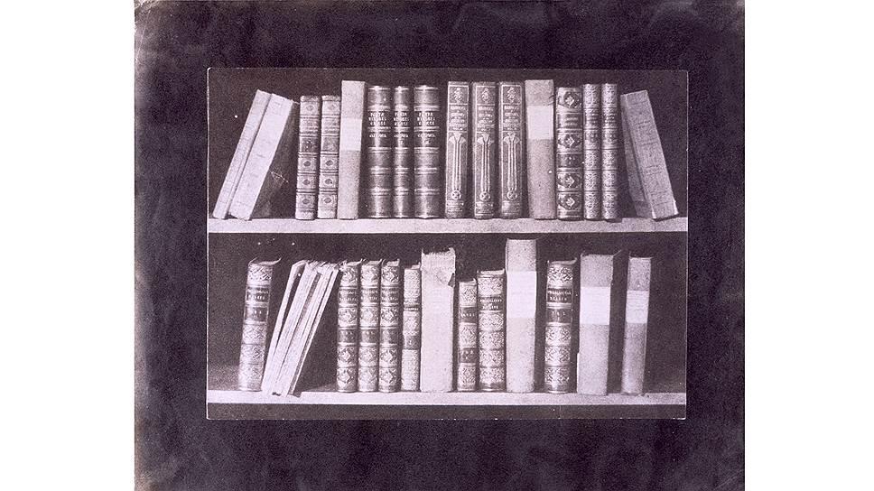 Библиотека. Лист VIII из альбома «Карандаш природы», 1841–1844 годы