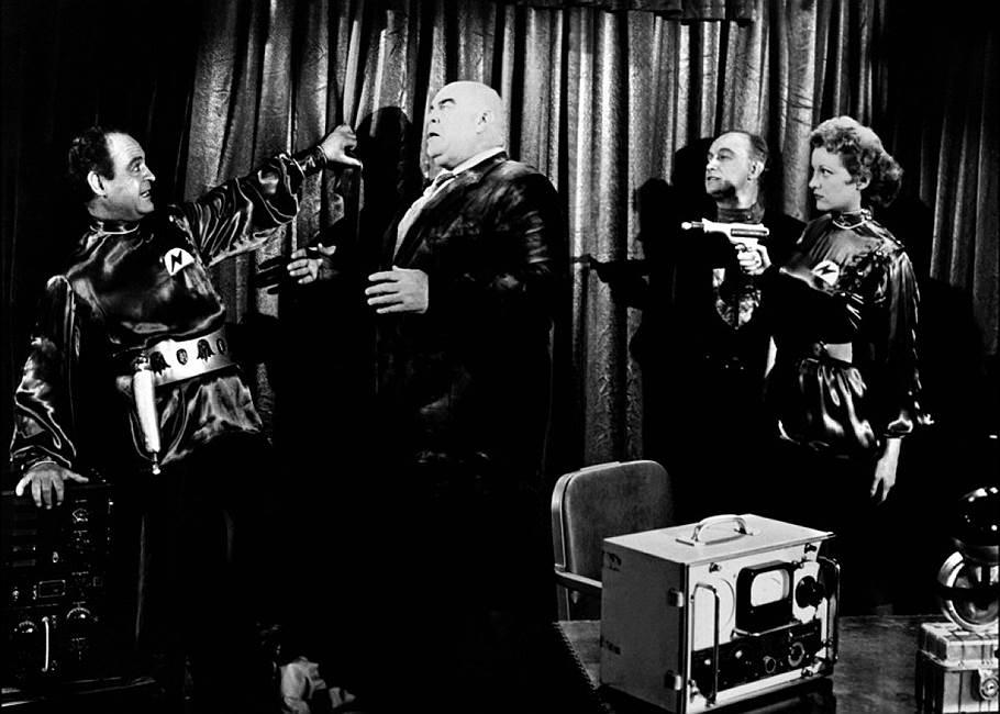 «План 9 из открытого космоса». Режиссер Эд Вуд, 1959