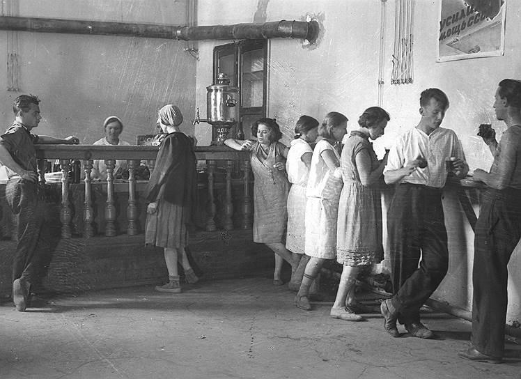 Студенческая столовая МГУ, около 1925
