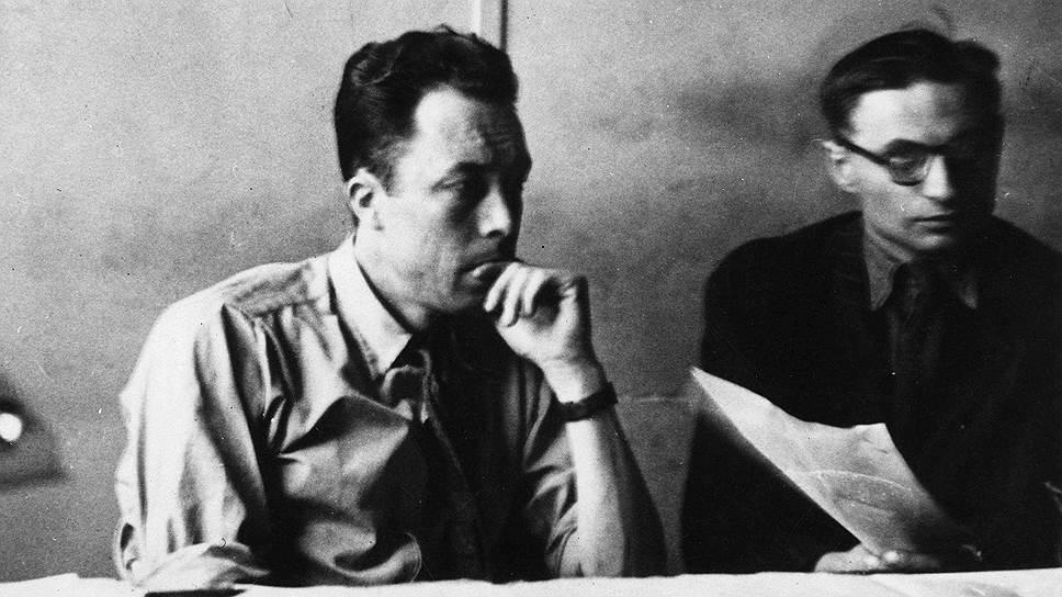 Альбер Камю (слева) и Жан-Поль Сартр в редакции газеты «Combat», около 1947