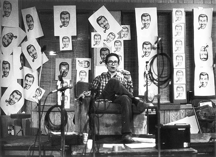 Иван Стэнг на встрече прихожан Церкви недомудреца, 1981