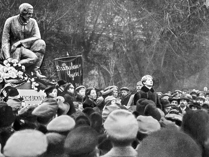 Сергей Есенин на открытии памятника Алексею Кольцову, 1925