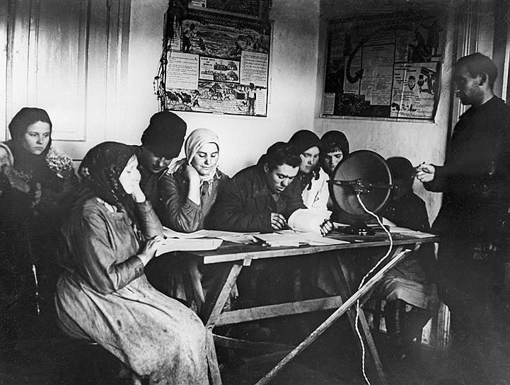 Ликбез в Бородянской сельскохозяйственной коммуне «Спартак», 1928