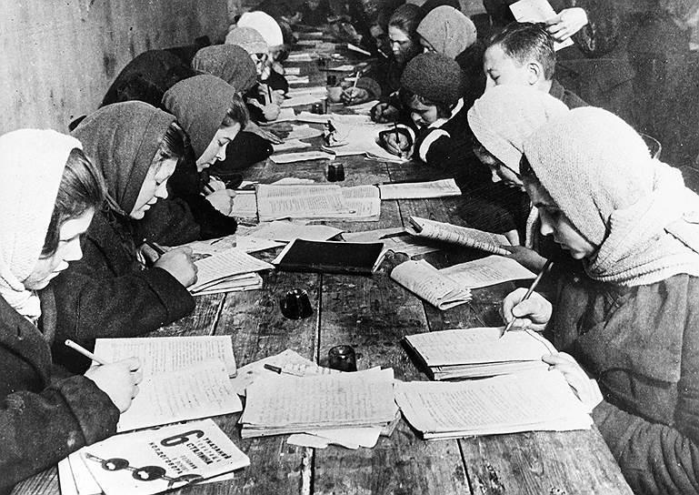 Ликбез на заводе «Красный богатырь», 1932