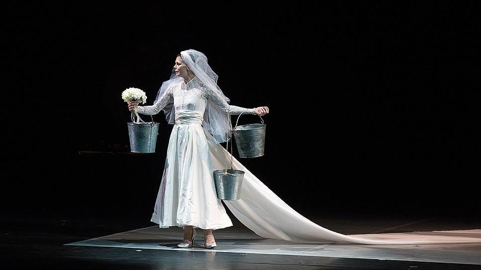 Наталья Осипова в проекте «Соло для двоих» хореографов Сиди Ларби Шеркауи, Охада Наарина и Артура Питы, 2014