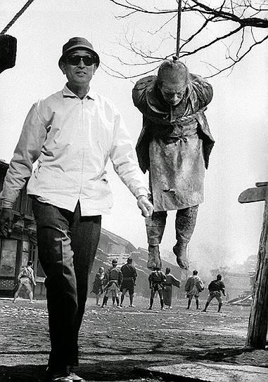 Акира Куросава на съемках «Телохранителя», 1961