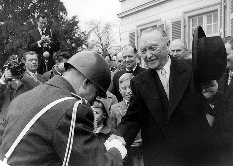 Конрад Аденауэр на концерте по случаю своего 82-летия, Бонн, 5января 1958