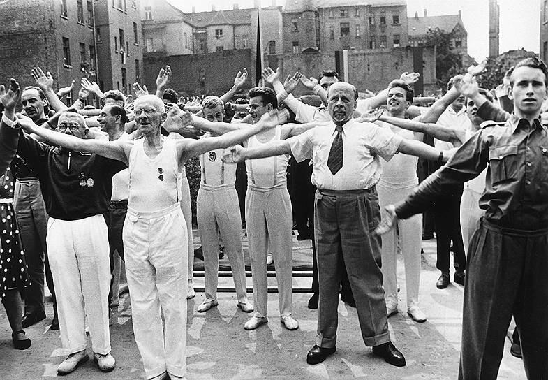 Вальтер Ульбрихт на фестивале спортивной гимнастики, Лейпциг, 1959