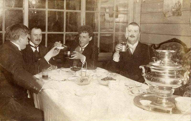 Всеволод Мейерхольд (третий слева)