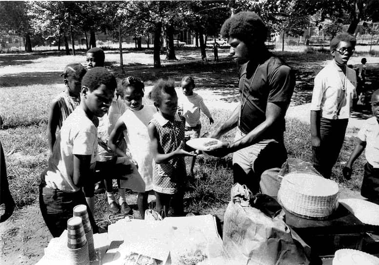 Бесплатные завтраки, организованные «Черными пантерами». Нью-Джерси, 1969