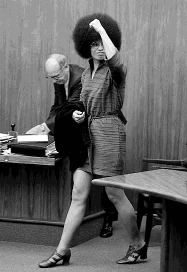 Анджела Дэвис на судебном заседании в Сан-Рафаэле. Калифорния, 1971