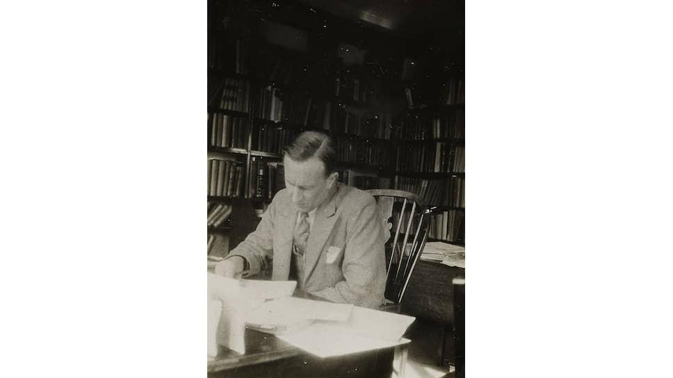Дж.Р.Р.Толкин, 1937