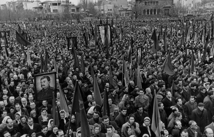 #порядок: Траурный митинг, посвященный прощанию с Иосифом Сталиным, 9марта 1953. В результате давки погибло, по разным данным, от 100 до 2000человек