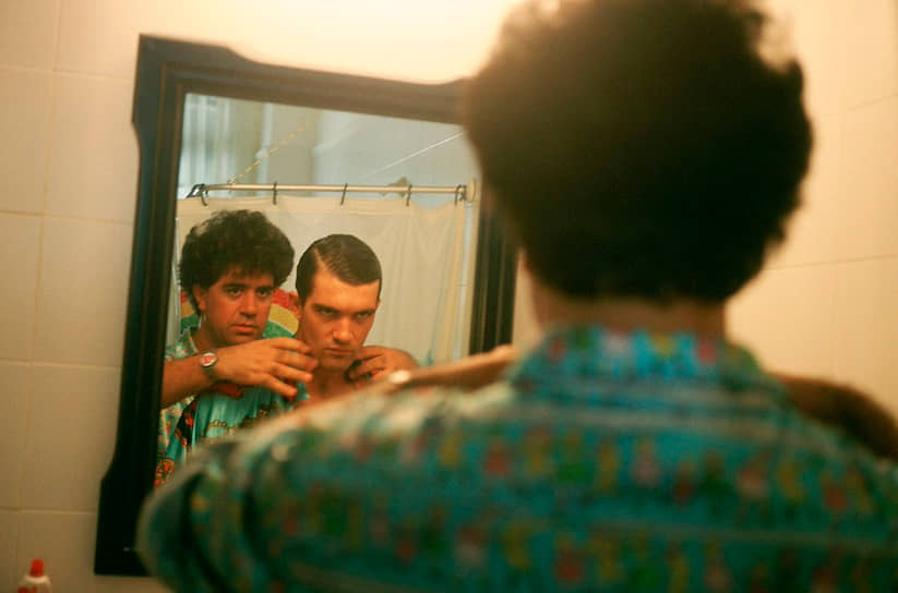 Педро Альмодовар и Антонио Бандерас на съемках «Закона желания», 1986