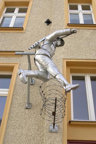 Памятник Конраду Шуману на Бернауэрштрассе