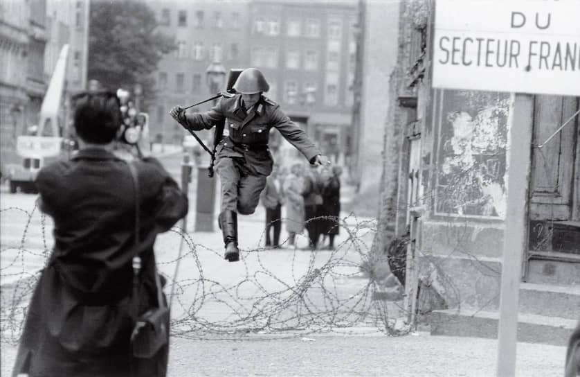 «Прыжок в свободу» Конрада Шумана, фотограф Петер Ляйбинг, Берлин, 15августа 1961