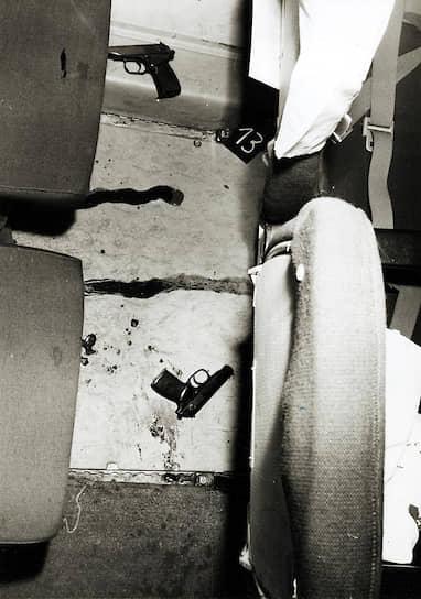 Место двойного самоубийства Экхарда и Кристель Вехаге в салоне самолета, оперативная съемка МГБ ГДР, 10марта 1970