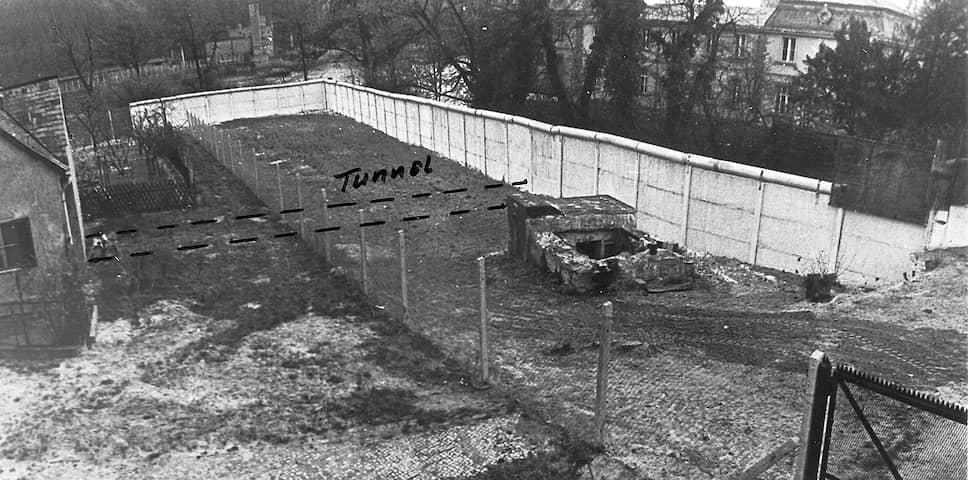 Аэрофотосъемка дома Мюллеров с обозначенным на ней 19-метровым тоннелем. Оперативная съемка МГБ ГДР, 26июля 1973